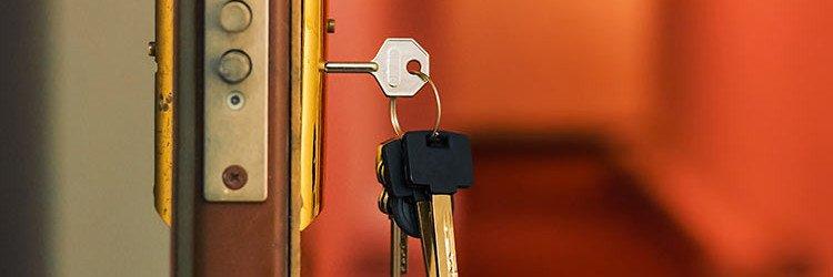 cambio de cerraduras 1 hori1 1 - Servicios Cerrajeria para Comunidades de Propietarios en Sagunto